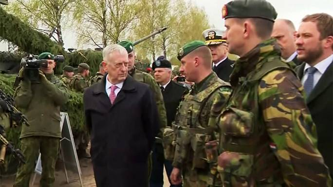 Шеф Пентагона Джеймс Мэттис находится с визитом в Вильнюсе