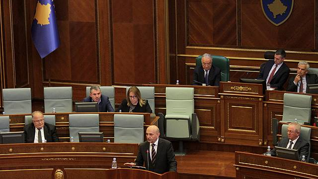 Kosovo government falls after no-confidence vote
