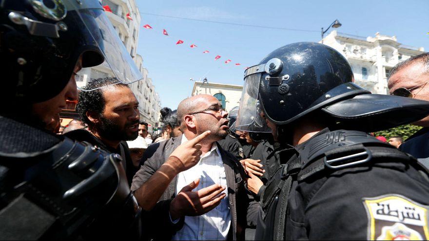 سيناريو البوعزيزي يعاد اليوم في طبربة قرب تونس العاصمة