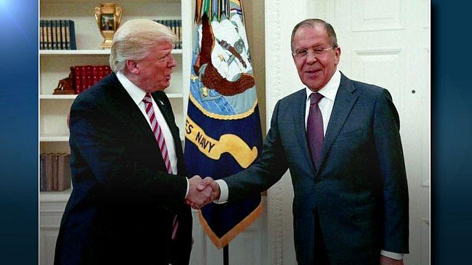 """Trump ile görüşen Lavrov: """"ABD ile ilişkiler daha iyi olacak"""""""