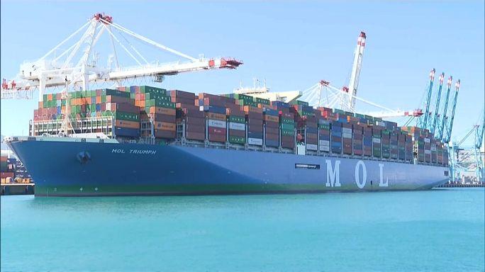 أكبر سفينة للشحن في العالم ترسو في ميناء طنجة المغربي