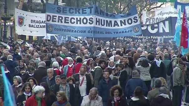 Argentina: protesta contro la riduzione delle pene per i carnefici della dittatura