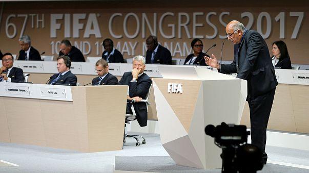 الفيفا توقف الكويت بسبب تدخل الحكومة في الشؤون الرياضية