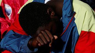 La police italienne arrête des passeurs après le meurtre d'un migrant