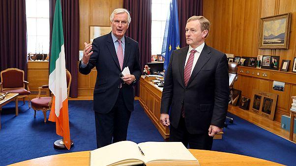 Barnier promete defender interesses da Irlanda no Brexit