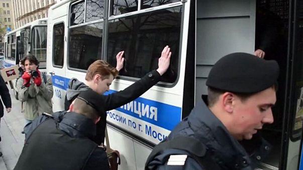 Ativistas gay detidos em Moscovo