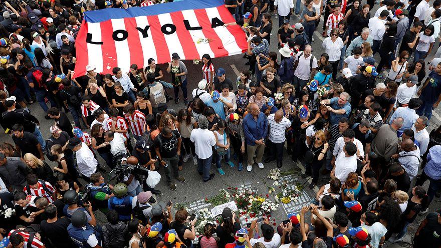 A venezuelai tiltakozáshullám 39. áldozatára emlékeztek tüntetők
