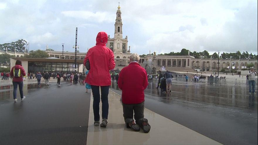 El santuario de Fátima lleno de peregrinos que esperan ansiosos al papa