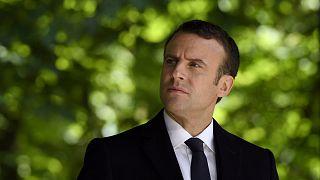 Emmanuel Macron lodato e bastonato da Bruxelles