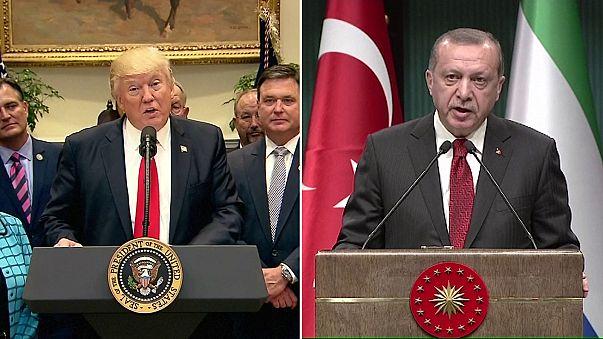 """Usa-Turchia, Erdogan a Trump: """"Inopportuno il rapporto con i terroristi curdi"""". Martedi l'incontro tra i due."""