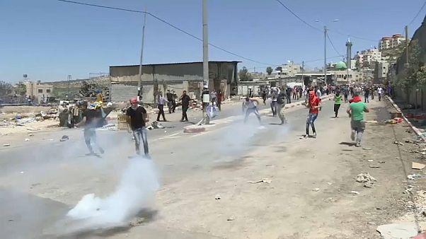 Scontri nei territori occupati in Cisgiordania. Soldato israeliano spara e uccide un palestinese di 20 anni.