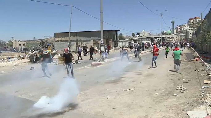 Izraeli katonák lelőttek egy kövekkel dobáló tüntetőt Ciszjordániában