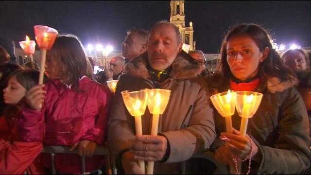 El papa reza en Fátima