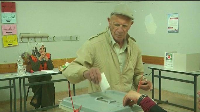الفلسطينيون من دون غزة والقدس.. ينتخبون الهيئات المحلية