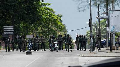 Mutinous soldiers block access to Bouake on day two of revolt
