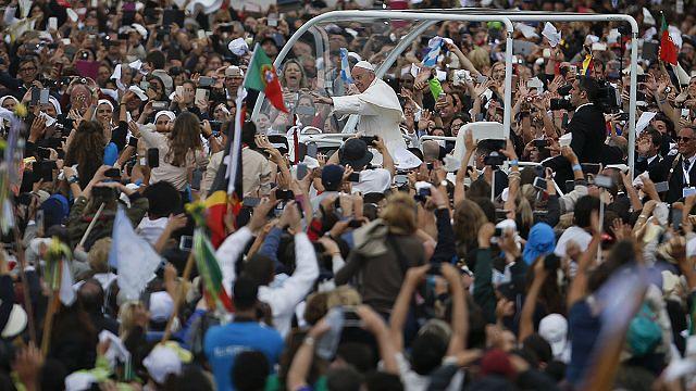 Pásztorgyerekeket avatott szentté a pápa