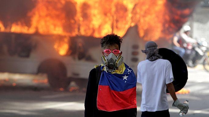 Venezuela,una nuova giornata di scontri tra manifestanti e polizia.