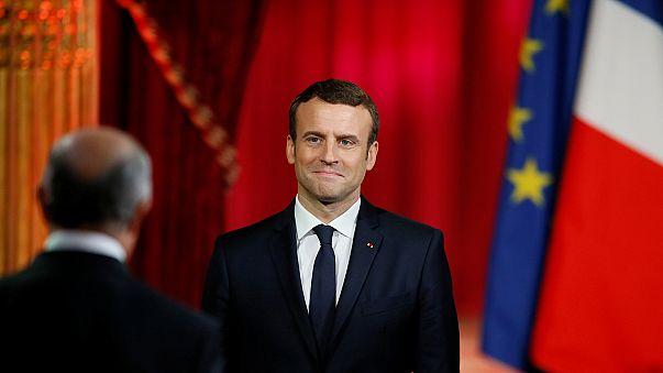 Fransa'da Macron görevi Hollande'dan devraldı