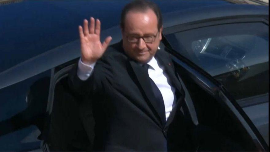 François Hollande abandona Eliseu como entrou: sozinho