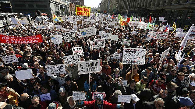"""""""No alla distruzione"""": protesta a Mosca contro un piano urbanistico di demolizioni"""
