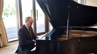 پوتین پیانو نواز