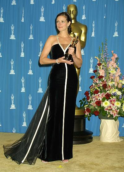 "An Oscar and a lovely vintage gown looked gorgeous on this ""Pretty Woman."""