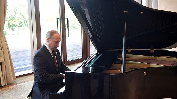 Όταν ο Πούτιν έπαιξε πιάνο! – Βίντεο