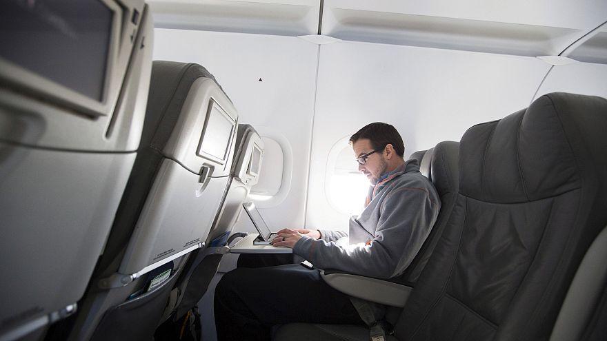 لقاء أميركي-أوروبي على خلفية حظر الحواسيب المحمولة على متن الطائرات