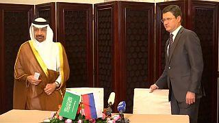Arabia Saudí y Rusia acuerdan prorrogar la reducción de petróleo