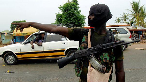 Militares e governo da Costa do Marfim longe do consenso