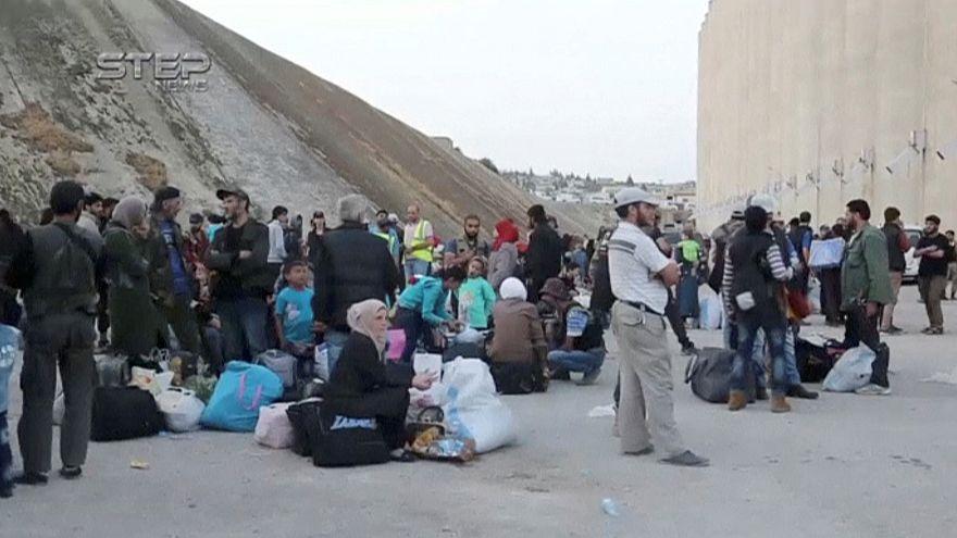 مقتل 10 أشخاص إثر تفجير سيارتين مفخختين في مخيم الركبان للاجئين السوريين