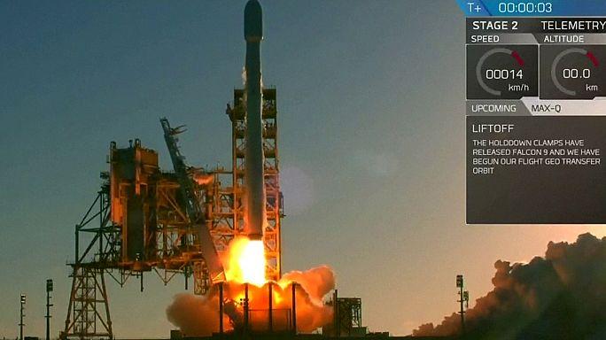 США: компания SpaceX запустила ракету со спутником связи