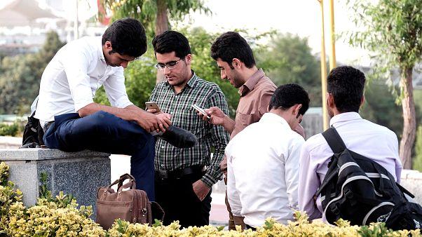 Eleição presidencial no Irão: Jovens sonham com democracia