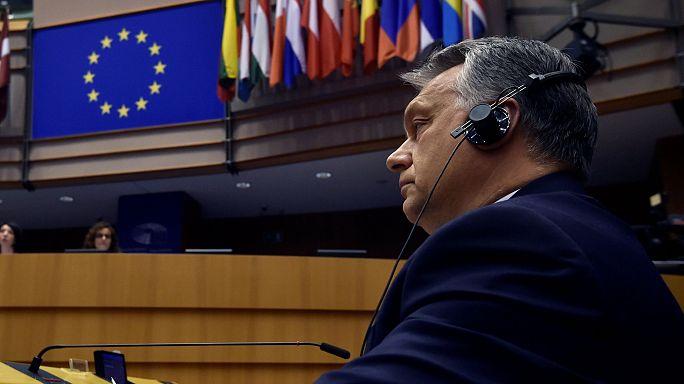 """""""Нотатки з Брюсселя"""": ЄС застерігає Угорщину та затримує торгову угоду з Сингапуром, генсек ООН виступить із зверненням до Європарламенту"""