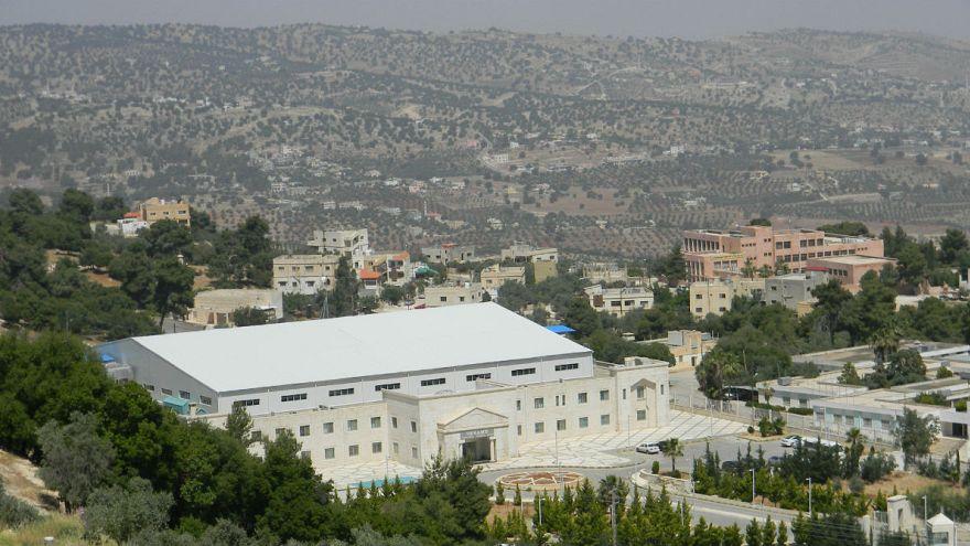 مركز أبحاث عالمي في الأردن وحد العلم فيه بين أعضاء أعداء