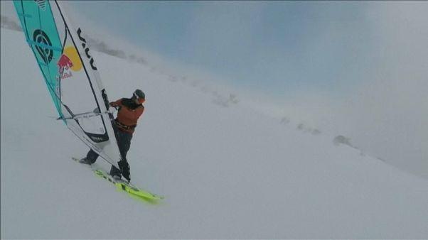 التزلج على الثلوج باستعمال لوح شراعي لركوب الأمواج