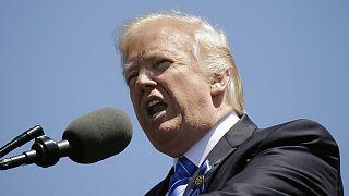 В прямом эфире: Трамп выступит в Коннектикуте на фоне скандала вокруг передачи секретной информации