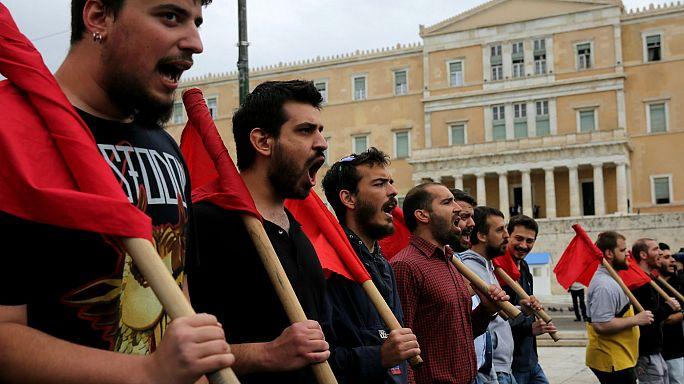 Enfrentamientos durante la huelga general en Grecia contra los recortes