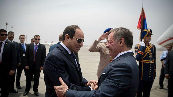 ملك الأردن بالقاهرة لتوسيع التنسيق بعملية السلام