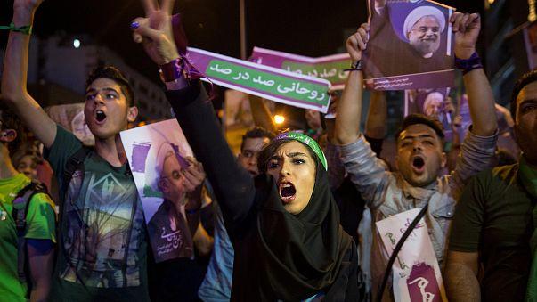 Seçim yasağına rağmen Tahran caddelerini doldurdular