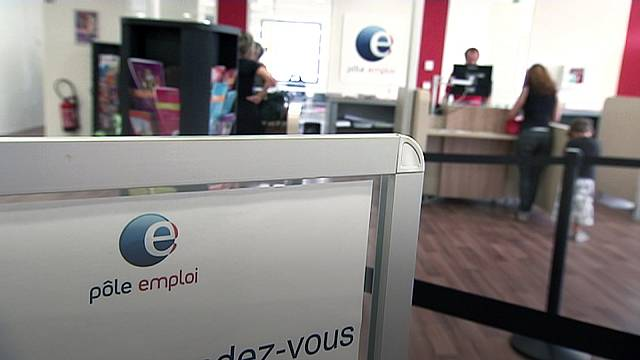 French unemployment dips