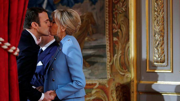 A semana em imagens... Macron celebra vitória com beijo