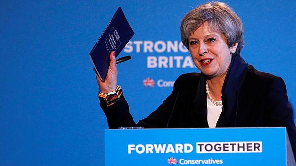 Rekordon Theresa May miniszterelnök népszerűsége