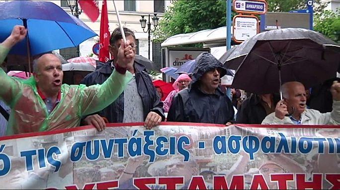 Yunanistan parlamentosu yeni kemer sıkma önlemlerini oylamaya hazırlanıyor