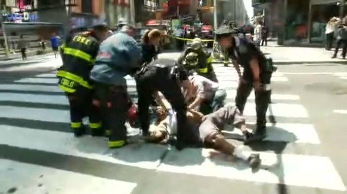مقتل شخص واصابة آخرين جراء دهس سيارة لمشاة في ساحة تايمزسكوير بنيويورك