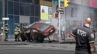 New York'ta otomobil yayaların arasına daldı: En az bir ölü