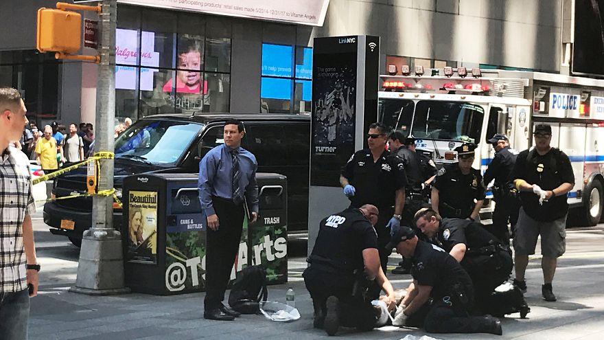 """Uma viatura atinge varias pessoas em Times Square, Nova Iorque. Testemunhas referem ato """"intencional"""""""