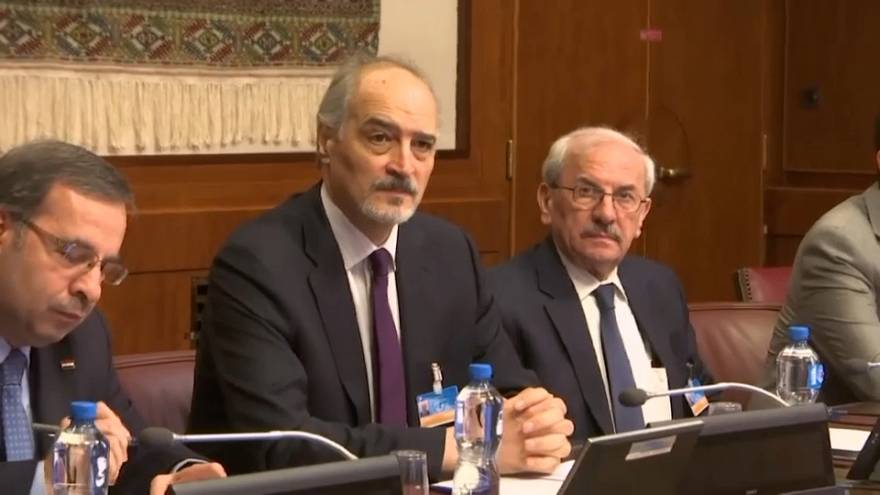 المعارضة والنظام السوريين يوافقان على دراسة مقترح دي ميستورا لتشكيل دستور جديد