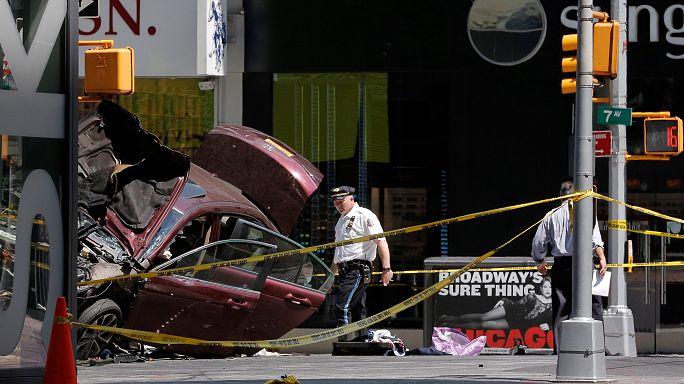 مقتل شخص واصابة 19 آخرين جراء دهس سيارة لمشاة في ساحة تايمز سكوير بنيويورك