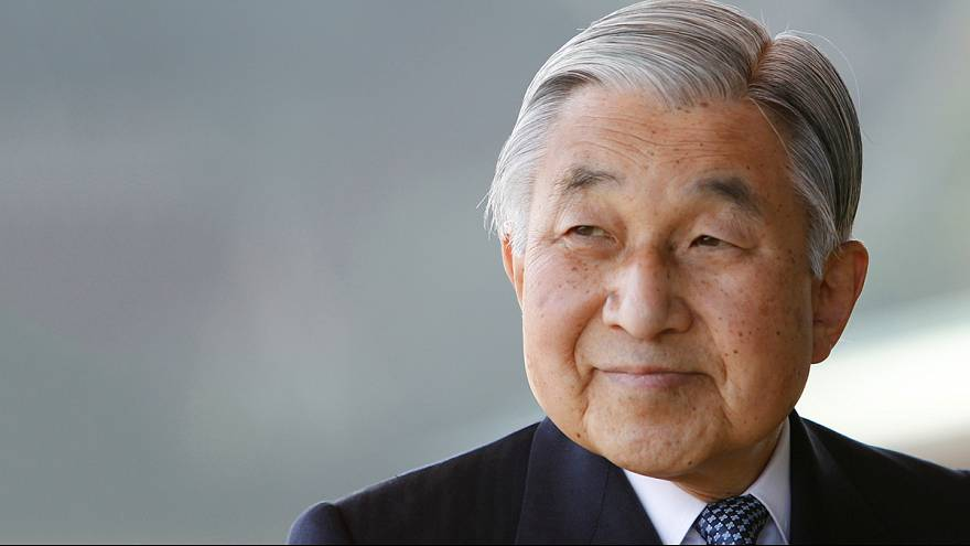 Lemondhat a japán császár a trónról